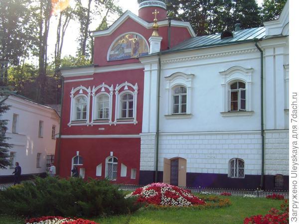 На территории Псково-Печерского мужского монастыря