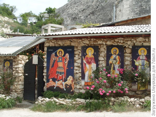 Вход в Бисерный храм, Крым