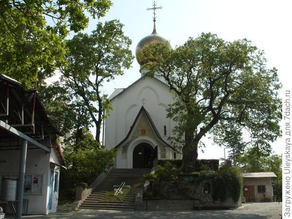 Церковь Николая Чудотворца и мученицы царицы Александры, Массандра, Ялта, Крым
