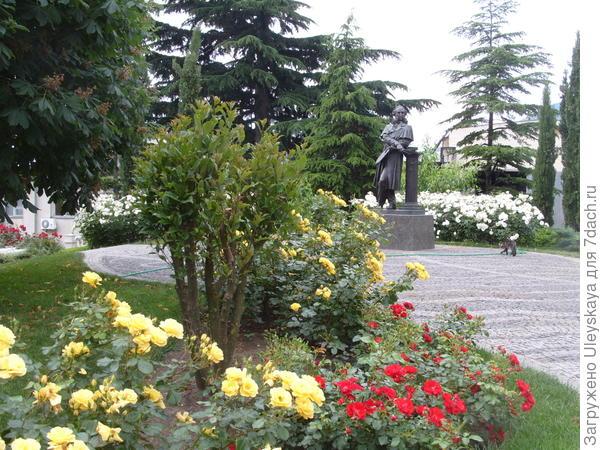 Розы в оформлении парадных мест