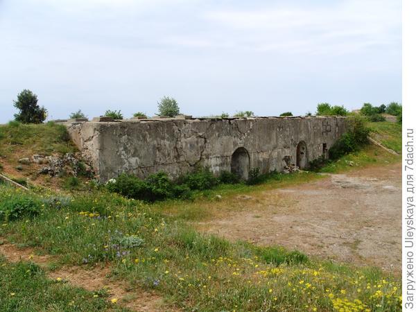 Западная Балаклава, остатки боевых укреплений