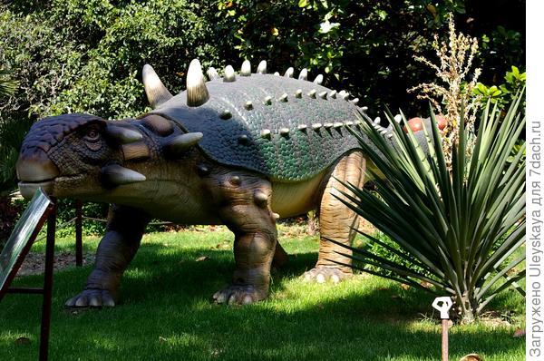 Динозавр 2 из Приморского парка