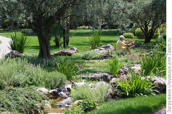 В античном саду