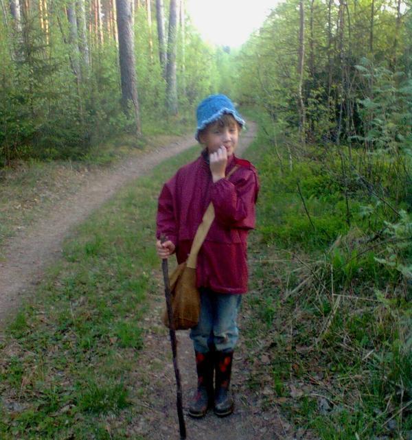 Аленка в лесу