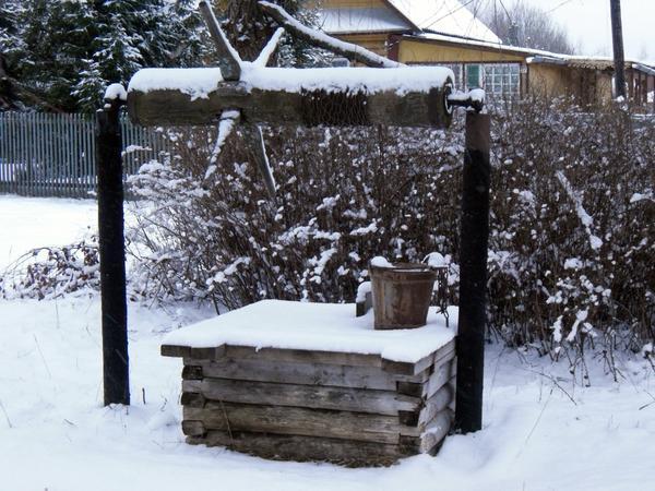 Колодец в снегу