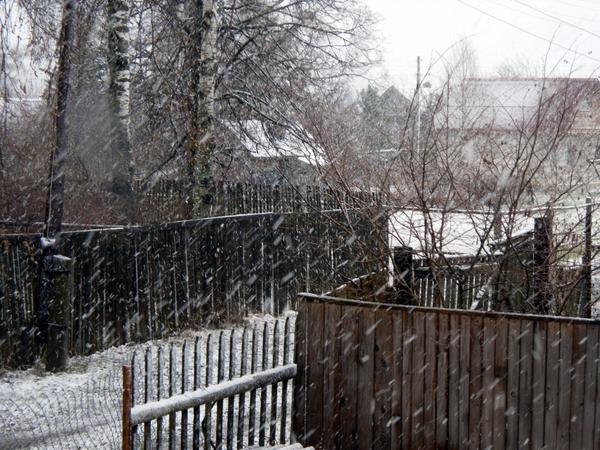 Снег метет