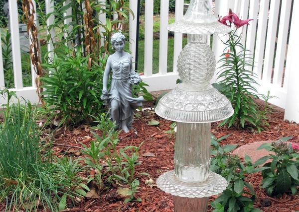 Садовая скульптура из стекла