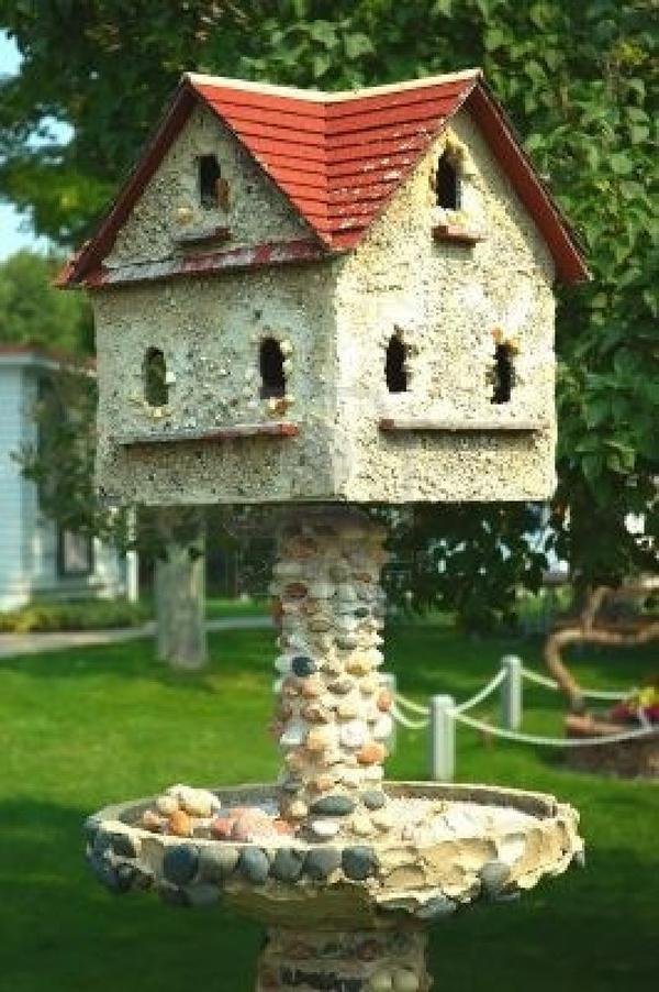 Птичий домик на высокой ножке