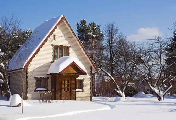 Дачный домик зимой