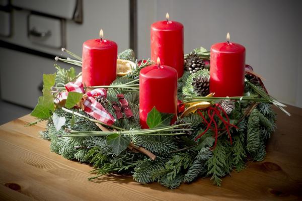 Рождественский венок в качестве подсвечника