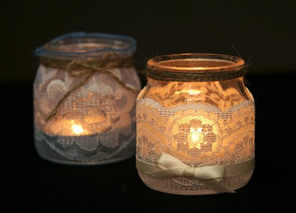 Подсвечники из украшенных кружевом баночек