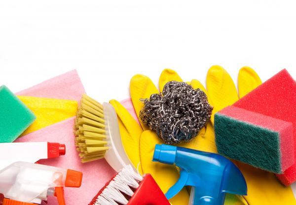 Для уборки понадобятся всевозможные средства, инструменты и материалы