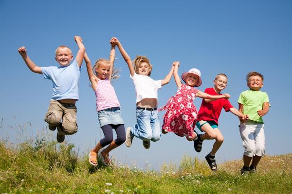 О чем стоит позаботиться взрослым, чтобы дачный отдых детей был веселым и беззаботным