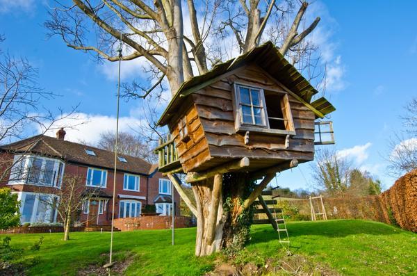Избушка на дереве - мечта многих детей
