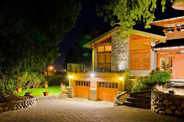 Освещение на дачном участке - для красоты и удобства
