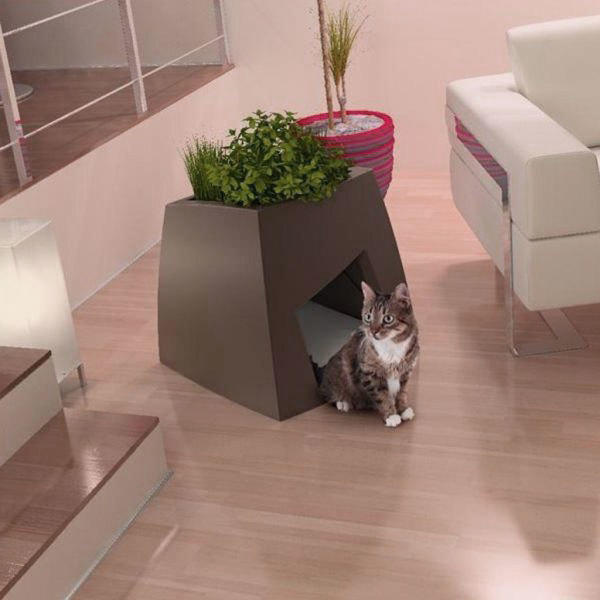И домик, и подставка для цветов, фото с сайта remals.com