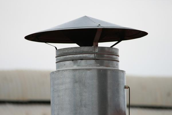 В наши дни изменились и сами дымоходы, и методы их чистки