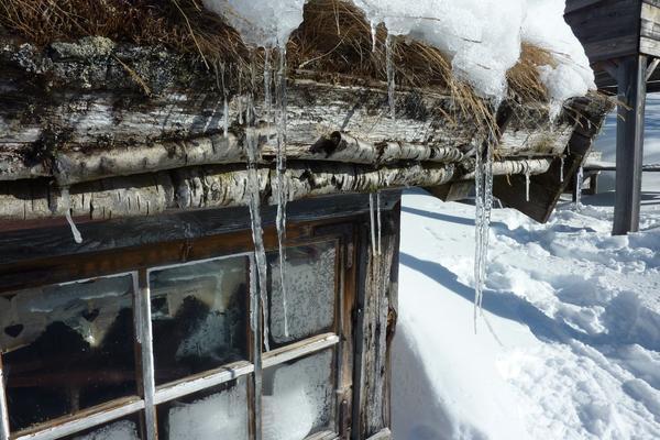 Если на Благовещенье снег с крыши весь не сошел, то и на Егория он в полях еще лежать будет