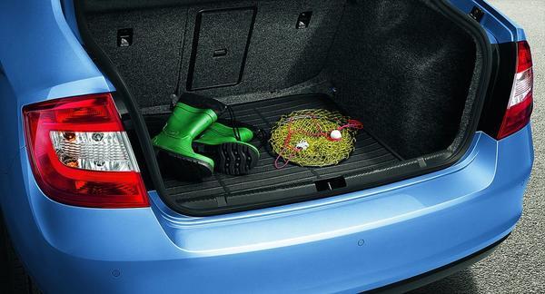 Резиновый поддон убережет пол багажника от грязи