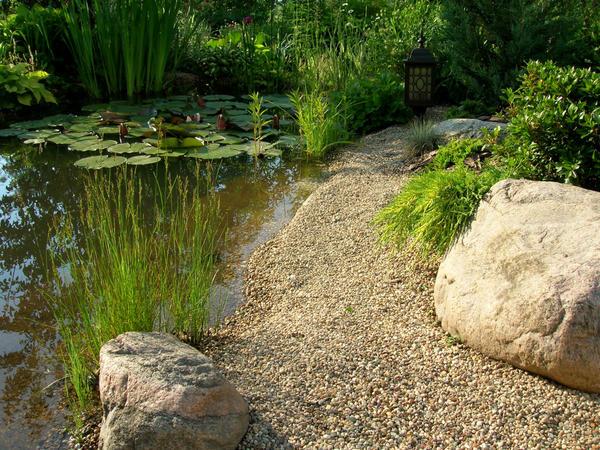 Камень для декорирования водоема нужно тщательно подбирать