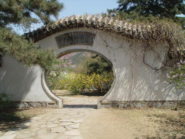 Из каждой точки китайского сада открываются все новые и новые виды