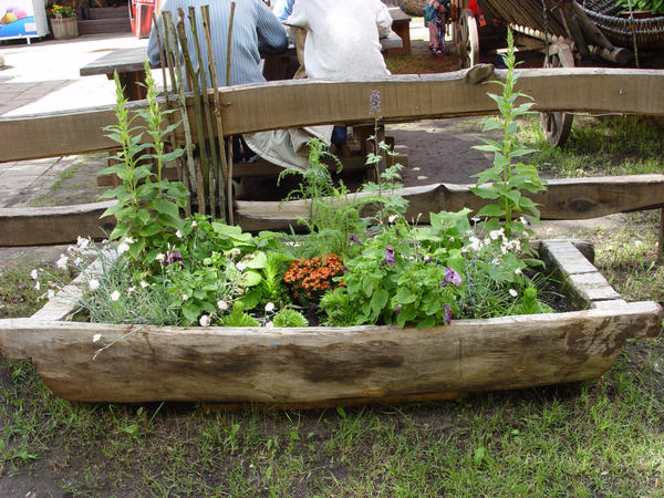 Деревянные контейнеры лучше всего изготавливать из дуба, рябины или лиственницы