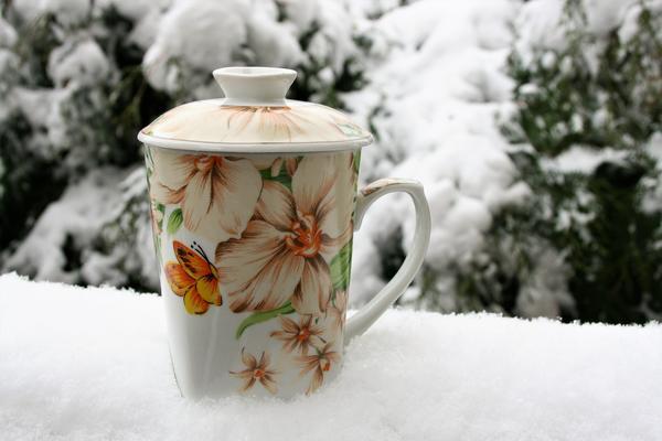 Горячий травяной чай - то, что нужно в холодную январскую пору
