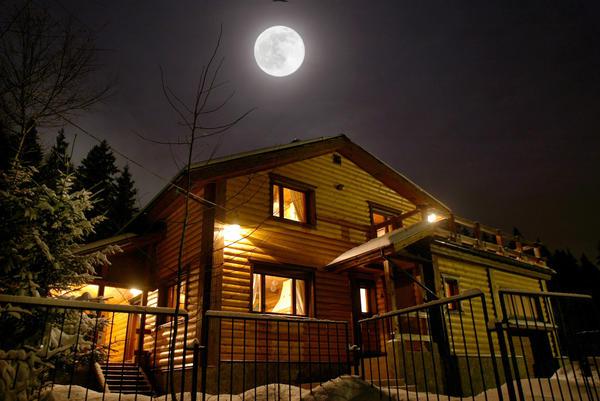 Луна диктует свои правила. Зная их, можно составить собственный календарь дачных работ