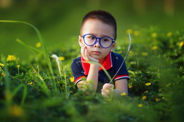 Кому-то интереснее изучать травинки