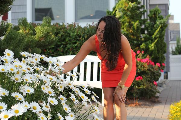 Некоторые ошибочно полагают, что уход за садом - дело неспортивное и пользы телу не приносящее