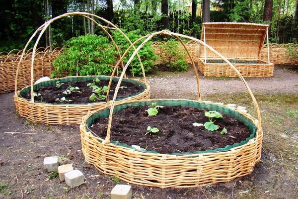 Круглые грядки-корзины. Фото с сайта pinterest.com