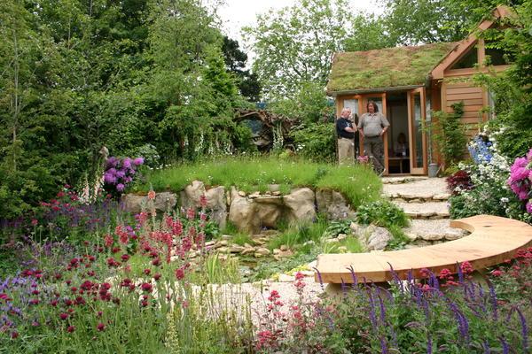 Такой сад будет привлекать насекомых, птиц, ежей