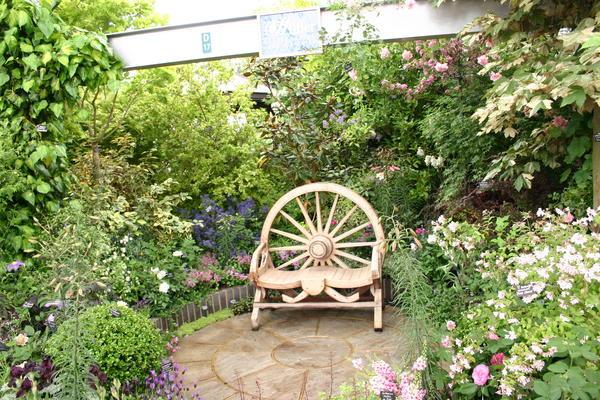 Весьма популярный мотив ландшафтных проектов - старый, заросший сад
