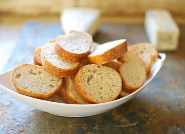 Сухарики - первая пища, которую можно себе позволить после отравления