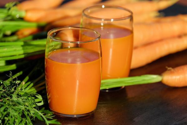 Морковный сок поможет вылечить простуду и ангину
