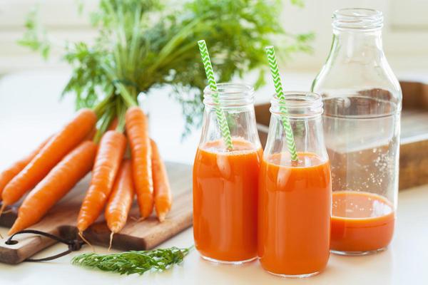 Рецепты здоровья: морковный сок для сердца и сосудов