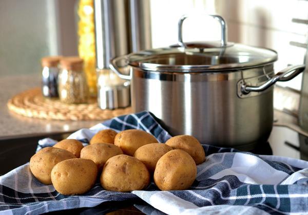 Каждая хозяйка знает, что можно приготовить из картофеля. А знаете ли вы о его целебных свойствах?
