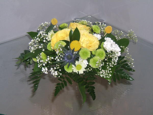 Цветы могут располагаться на кофейных и журнальных столиках