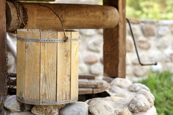 Хотите деревянную бадейку - найдите хорошего мастера для ее изготовления