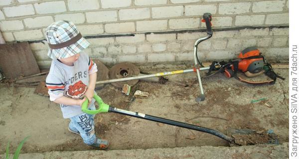 лопата в работе
