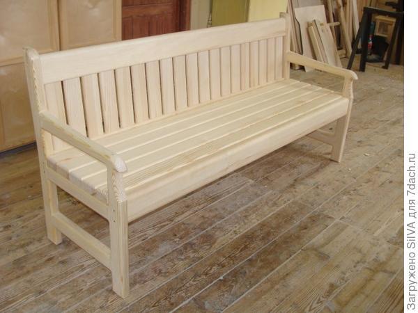 дачная скамейка с деревянными