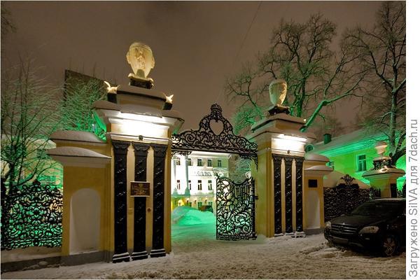 чугунные ворота в Толмачевском переулке(ковка и литье) 18 в