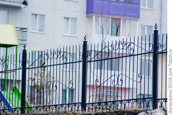 металлический сваренный забор