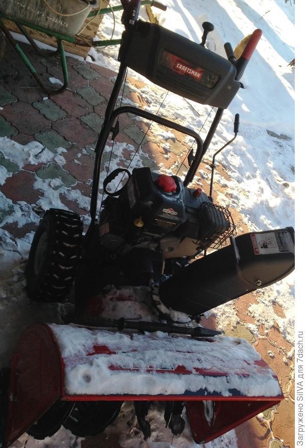 Снегоуборщик с 4 ступенчатым двигателем