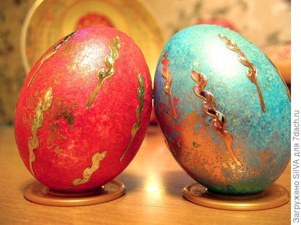 Использовано фото elena-bond13. Мраморные яйца с декоративными наклейками