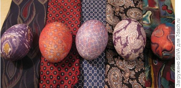 Покраска яиц тканями