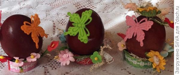 крашенки в отваре луковой шелухи с элементами декора