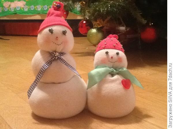 Снеговик с женой из 2 мужских носков