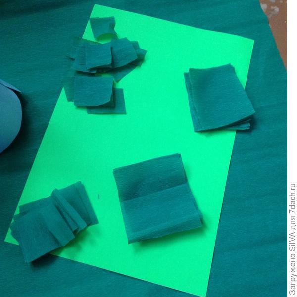 вырезанные квадратики из бумаги