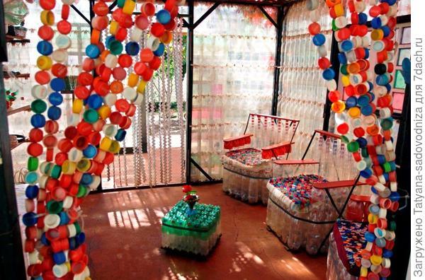 пластиковые бутылки на даче, фото с сайта svitup.com